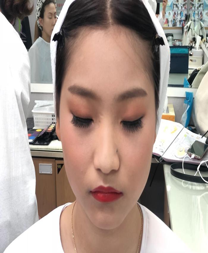 메이크업국가자격증 한복메이크업중~!